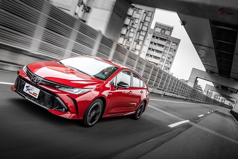 Toyota Altis GR Sport Hybrid 型男賽車服