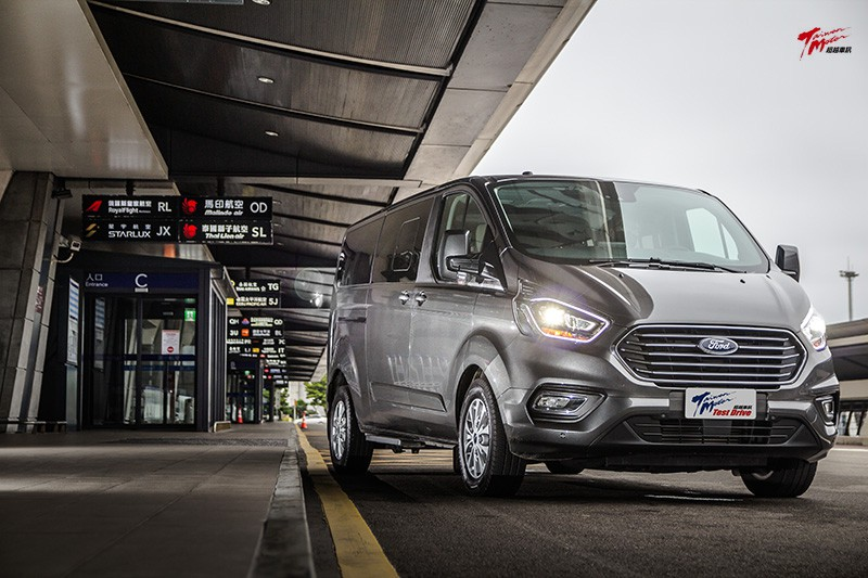 商務、家用一把罩的全功能MPV-Ford Tourneo Custom