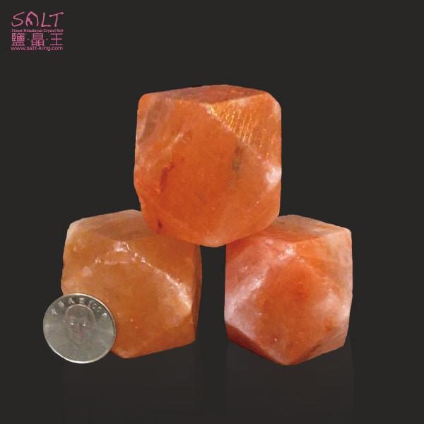 鹽燈專家【鹽晶王】巴基斯坦玫瑰結晶鹽《鑽石》(三顆),手工磨製而成。