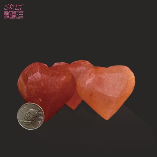鹽燈專家【鹽晶王】巴基斯坦玫瑰結晶鹽《愛心》(三顆),手工磨製而成。