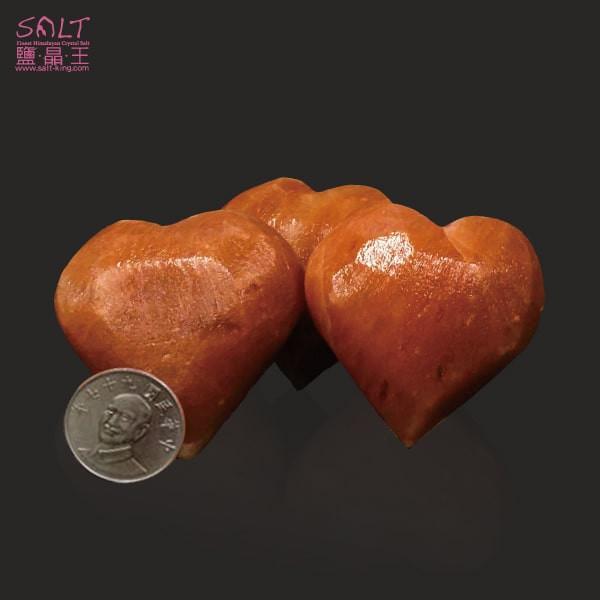 鹽燈專家【鹽晶王】巴基斯坦鴿血紅鹽《愛心》(三顆),手工磨製而成。